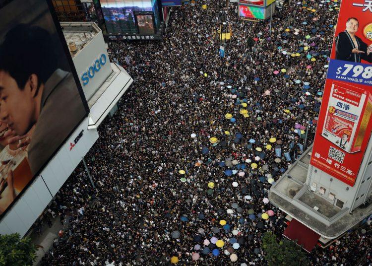 Manifestantes protestam em Hong Kong