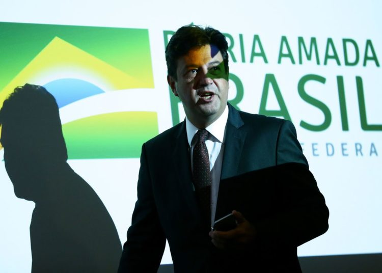 O ministro da Saúde, Luiz Henrique Mandetta, durante entrevista coletiva para atualizar o boletim sobre o novo coronavírus da China