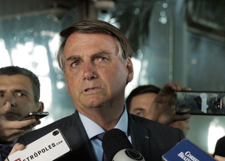 O presidente Jair Bolsonaro fala à imprensa no ministério da economia
