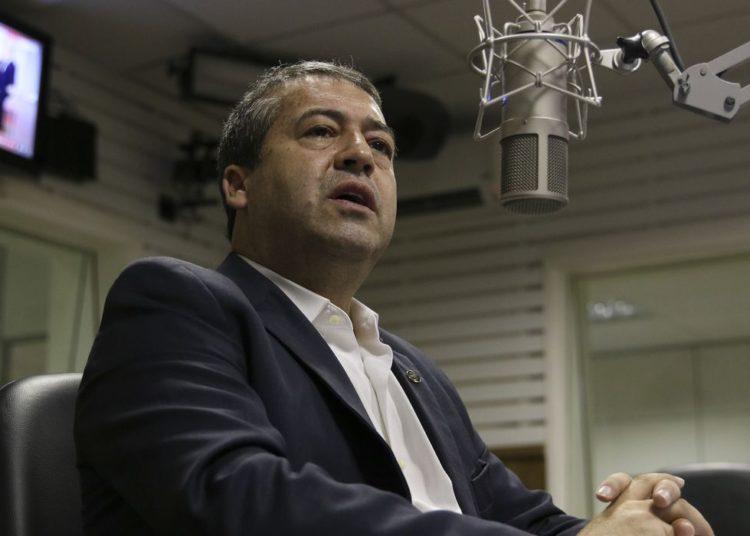 O jornalista Valter Lima entrevista nesta terça-feira (12) o presidente da Fundação Nacional de Saúde (Funasa), Ronaldo Nogueira