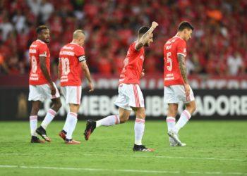O Internacional derrotou o Universidad de Chile por 2 a 0 nesta terça (11) e se classificou para a terceira fase prévia da edição 2020 da Copa Libertadores.