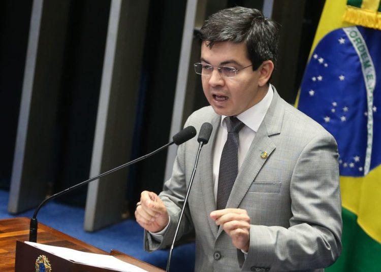 Brasília - Senador Randolfe Rodrigues durante sessão do impeachment no Senado conduzida pelo presidente do STF, Ricardo Lewandowski  (Antonio Cruz/Agência Brasil)