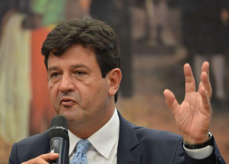 O ministro da Saúde, Luiz Henrique Mandetta, participa de Comissão Geral para atualiazação da situação nacional do coronavírus