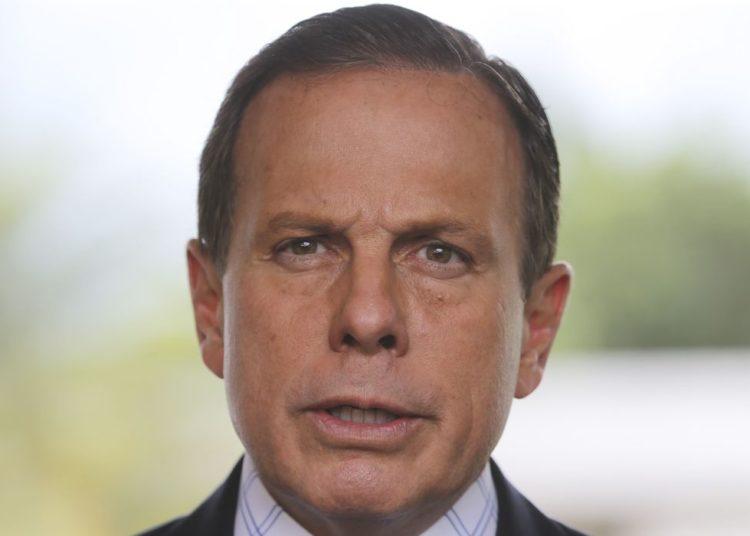 O governador de São Paulo, João Doria, fala à imprensa, após encontro com o presidente em exercício  , General Hamilton Mourão