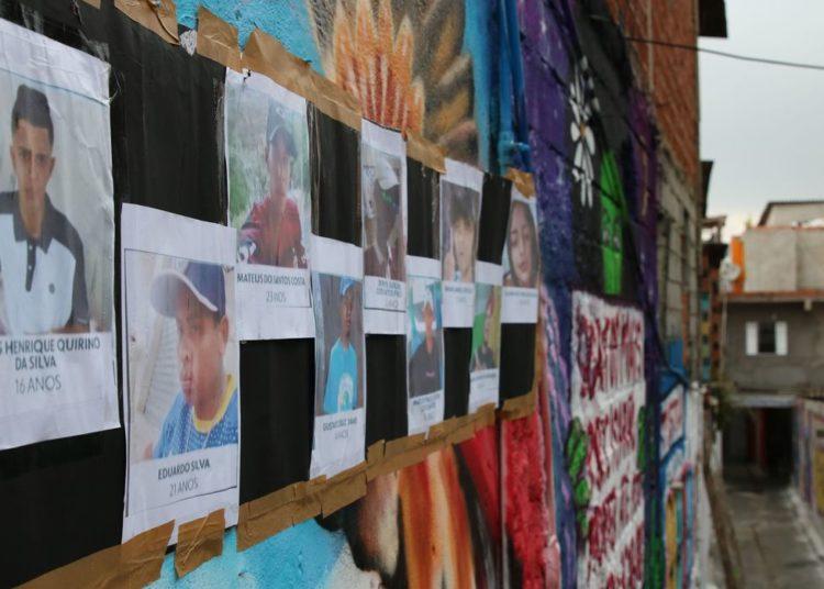 Beco é grafitado para homenagear os jovens mortos em Paraisópolis no ultimo domingo (1/12).