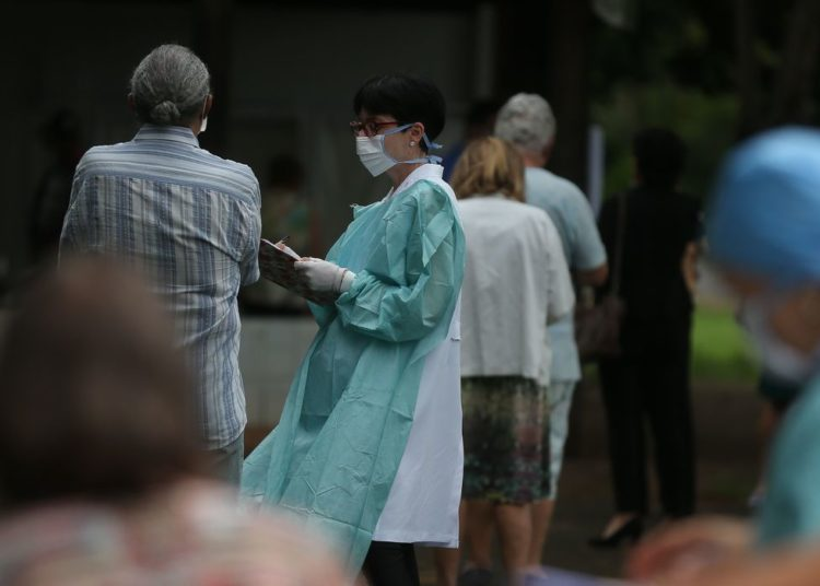 Movimentação de idosos no posto da 612 Sul para Vacinação contra Influenza