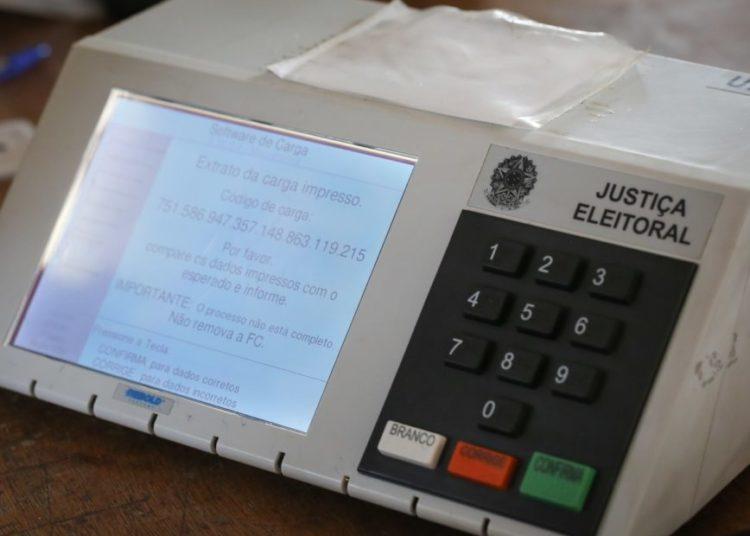 Urnas eletrônicas sendo preparadas para  serem enviadas as embaixadas do Brasil no exterior. Brasilia, 19-09-2018. Foto: Sérgio Lima/Poder 360