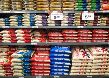 Arroz em prateleira de supermercado de Brasília, durante a alta dos preços. Sérgio Lima/Poder360 12-09-2020