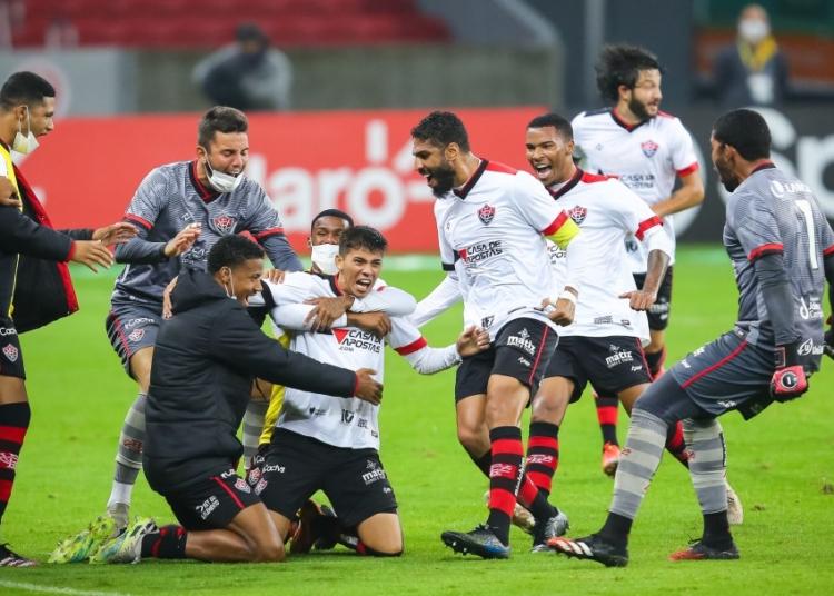 nternacional e Vitória medem forças no jogo de volta da terceira fase da Copa do Brasil Créditos: Pedro H. Tesch/AGIF