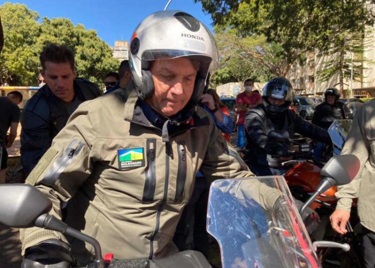 © Gabriela Biló/Estadão Bolsonaro andou de moto por Brasília e chegou a ser acompanhado do ministro da Defesa Braga Netto.