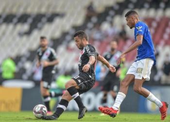 Vasco e Cruzeiro duelam pela Série B 2021 Créditos: Thiago Ribeiro/AGIF