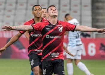 Na Arena da Baixada, Athletico-PR e Grêmio se enfrentaram pela 22ª rodada do Brasileirão Assaí Créditos: Robson Mafra/AGIF