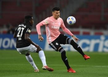 Inter e Red Bull Bragantino duelam pela Série A Créditos: Reprodução/Twitter @SCInternacional